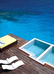 Coco Palm Bodu Hithi - Water Villa Pool